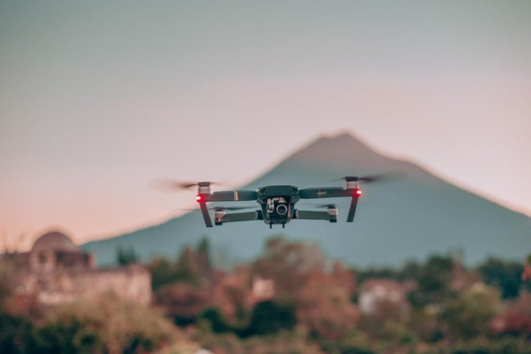Drony mogą być wszechstronnie stosowane w celach prywatnych oraz komercyjnych