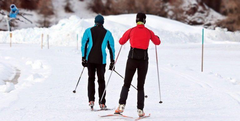 Jakie akcesoria potrzebne są na narty i snowboard?
