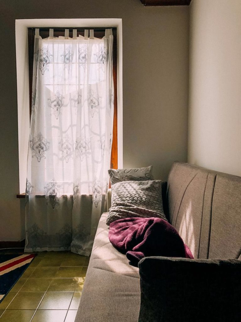 Rolety okienne mogą rozwiązać wiele różnych problemów