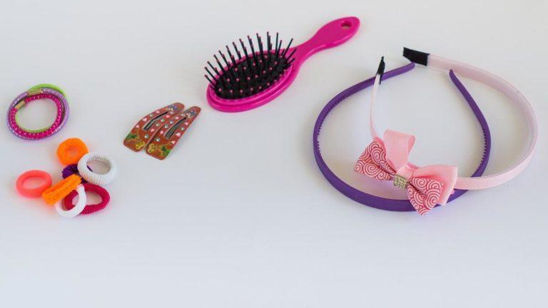 Interesująca gama niedrogich spinek do włosów