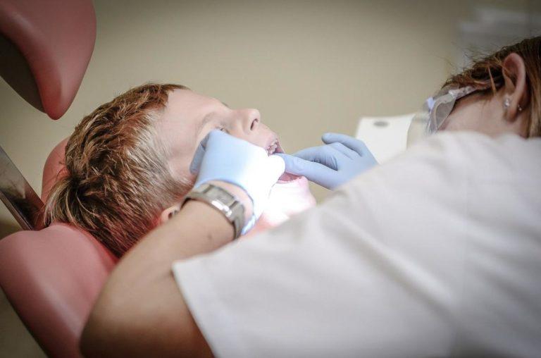 Dentysta w Krakowie - jakie zabiegi są najczęściej wykonywane?