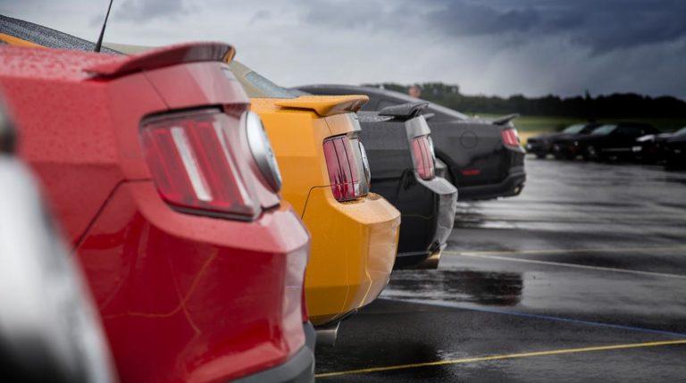 Czy oklejenie samochodu specjalną folią może być trwałe?