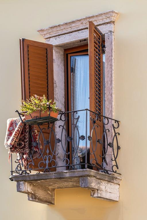 Czy tylko siatka może chronić nasz balkon?